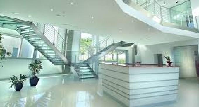 les diverses raisons d'avoir un escalier en verre pour sa maison