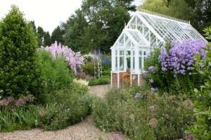 jardin et serre en verre
