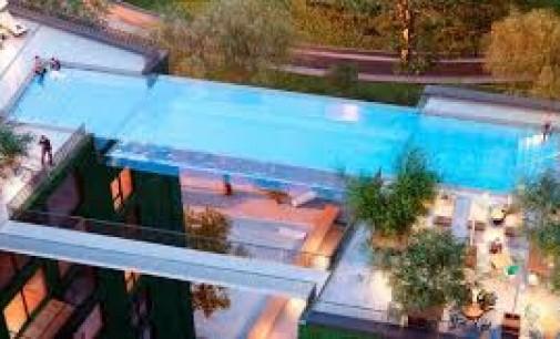 Une piscine en verre effet suspendu, le rêve architecture réalisé