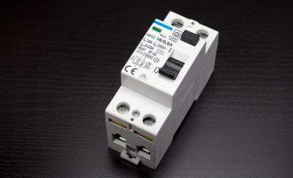 Comment adapter l'interrupteur différentiel au circuit électrique ?